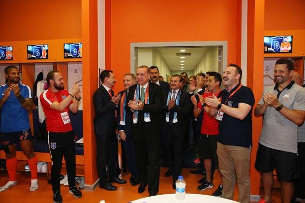 Football - Istanbul Basaksehir: le président turc formule une demande  particulière concernant Adébayor