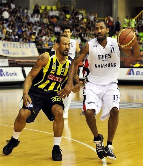Efes Pilsen: 67 - Fenerbahçe Ülker: 70