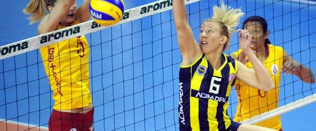 Fenerbahçe Acıbadem fırsat vermiyor
