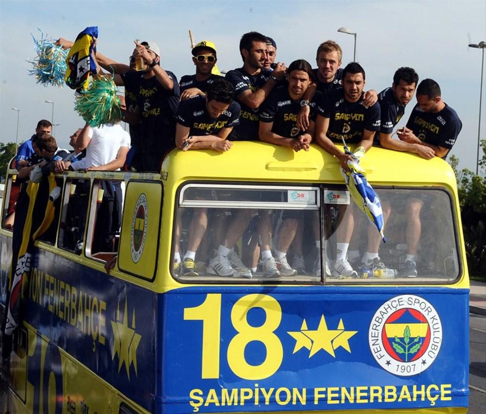 Fenerbahçe şampiyonluğu kutluyor