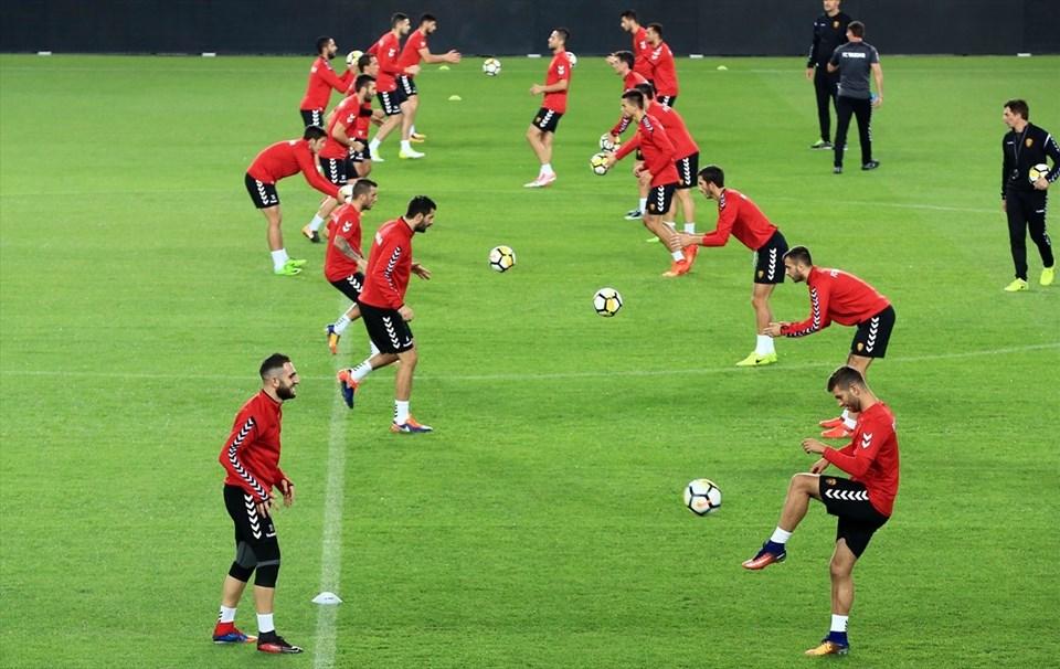 Makedonya'nın Vardar takımı hazırlıklarını, Ülker Stadı'nda gerçekleştirilen antrenmanla tamamladı.