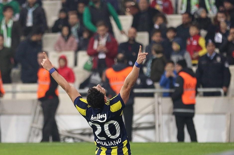 Fenerbahçe'yi Bursaspor karşısında 1-0 öne geçiren Giuliano, ligdeki son beş maçta altı gole imza attı (beş gol, bir asist)