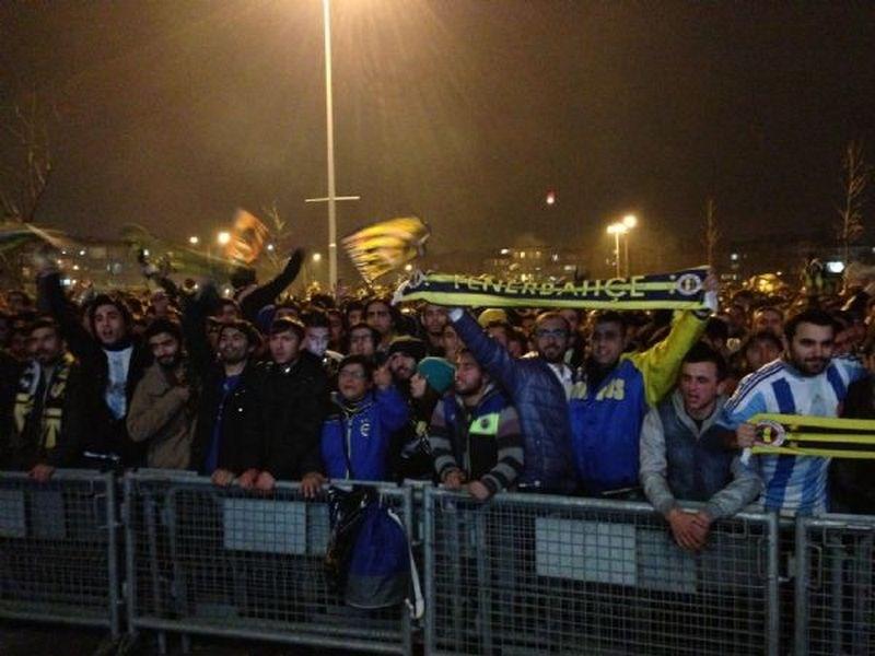Fenerbahçe'ye kaldırımdan destek