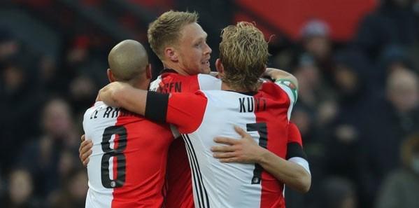 Feyenoord Hollanda Ligi'de averajla Ajax'ın üzerinde liderlik koltuğunda oturuyor.