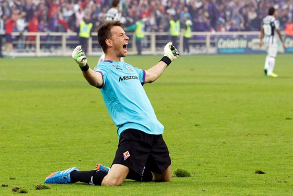 Fiorentina kalecisi Norberto Murara Neto, galibiyeti böyle kutladı (Reuters).