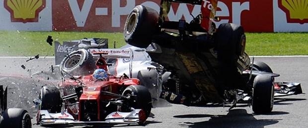 Formula 1'de yürekleri ağza getiren kaza