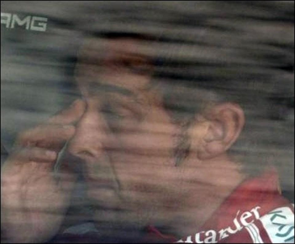 Alonso yarıştan sonra gözyaşlarına boğuldu.