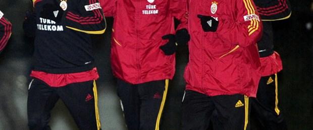 G.Saray antrenmanında Fenerbahçe marşı!