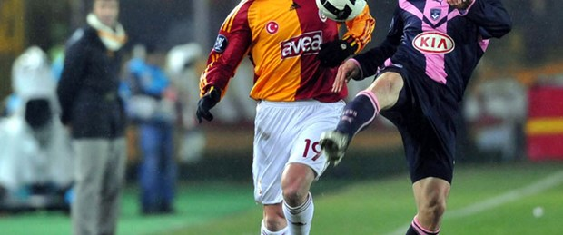 Galatasaray 4'lü savunmaya döndü