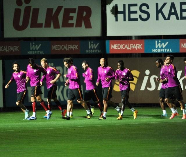 Galatasaray perdeyi açıyor