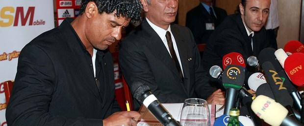 Galatasaray Rijkaard ile sözleşme imzaladı