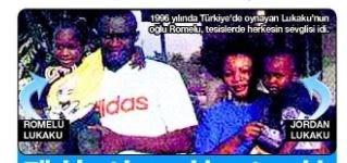 20 yıl önce babası Roger'ın kucağındaki o zaman 4 yaşında olan Romelu.