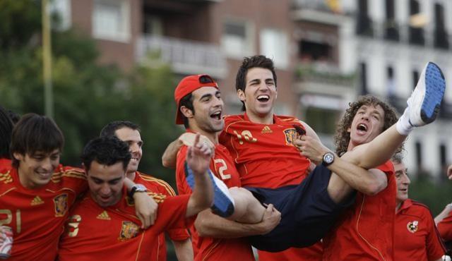 İspanyollar zaferi kutluyor