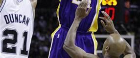 Lakers play-off'u garantiledi: 95-102