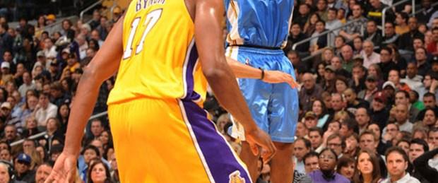 Lakers'ı 3'lüklerle batırdı