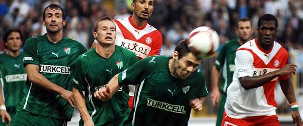 Lider Antalyaspor'u ağırlıyor