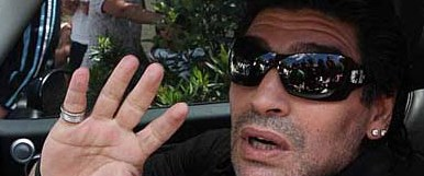 Maradona için 'küpe' seferberliği