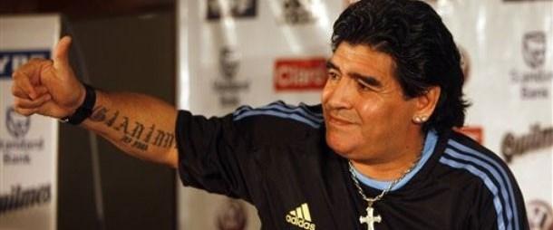 Maradona'yı köpek ısırdı!