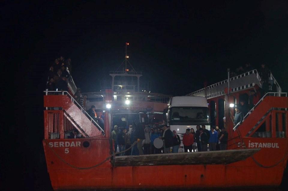 Marmara Adalar Belediye Spor takımı ve taraftarları bütün sezon maç sabahları 6.45 gemisiyle deplasmanagitti.