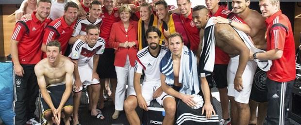 Merkel yine soyunma odasında