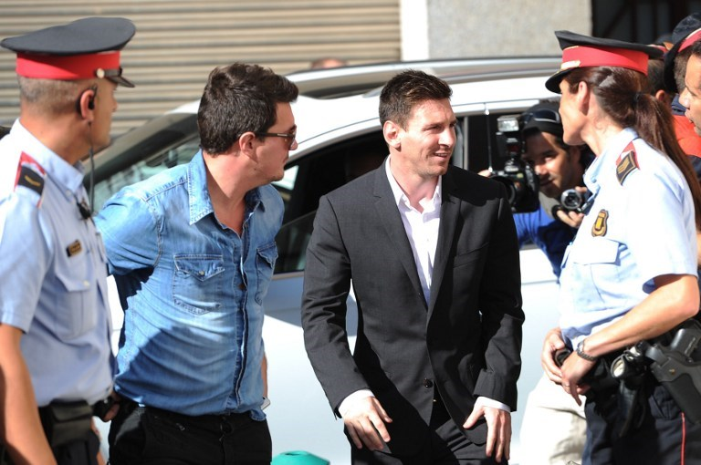 Messi hakim karşında