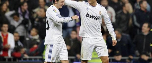 Mesut takım arkadaşı Ronaldo'yu anlattı
