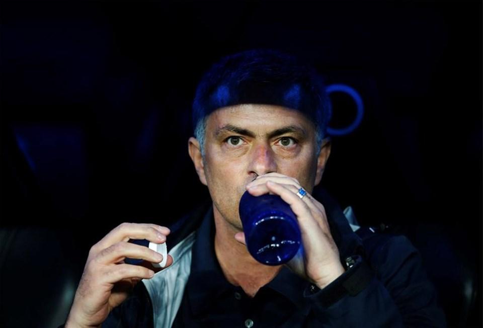 Mourinho ıslıklandı, Mesut sakatlandı