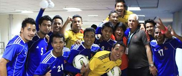 nepal-futbolcular-101115.jpg