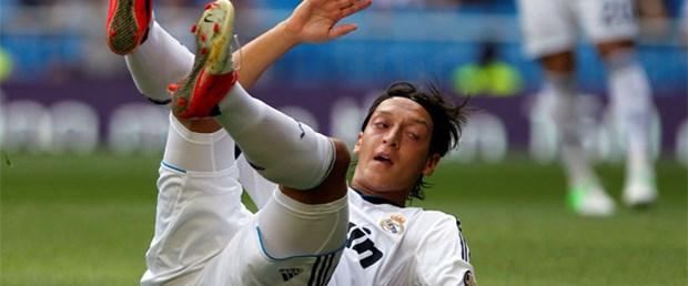 Nike'tan Mesut'a krampon yasağı