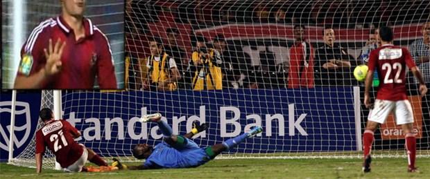 'Rabia' işareti yapan futbolcunun başı belada