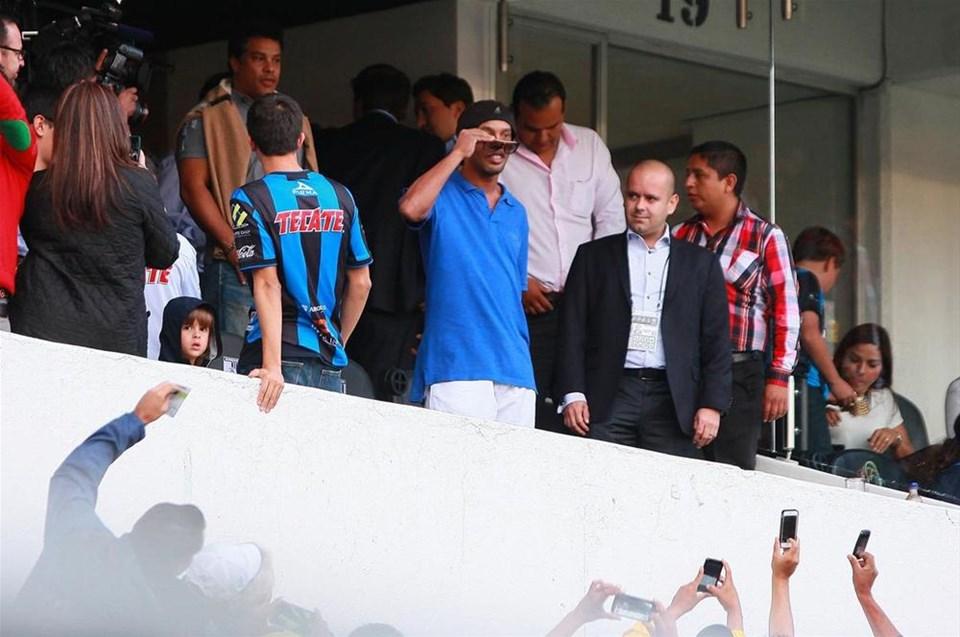 Ronaldinho taraftar karşısında