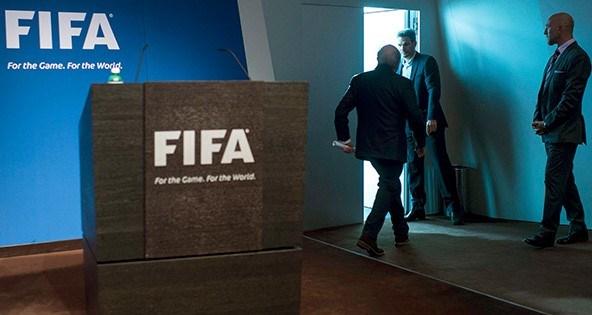 FIFABaşkanı Sepp Blatter, baskınların arkasında siyasi nedenlerin olduğunu iddia etti.