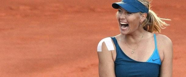 Sharapova inat etti