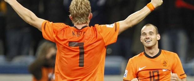 Sneijder Kuyt'ı telefonla aradı