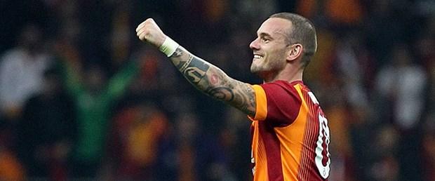 sneijder-derbi-15-01-04