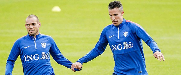 sneijder-van-persie-111115.jpg
