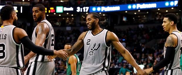 2016-11-25T204224Z_2110153183_NOCID_RTRMADP_3_NBA-SAN-ANTONIO-SPURS-AT-BOSTON-CELTICS.JPG