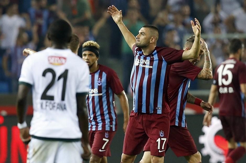 Trabzonspor'a beraberliği getiren Burak Yılmaz, Bordo Mavili formayla 1919 gün sonra ilk maçına çıktı ve golünü attı.
