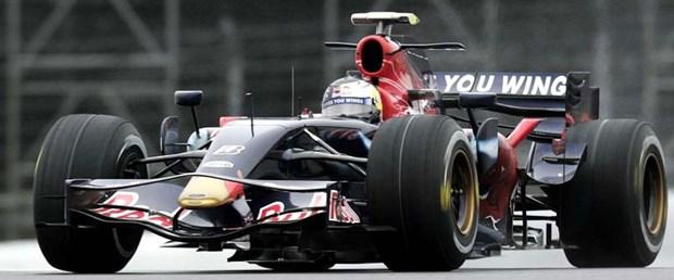 Vettel umudunu korudu