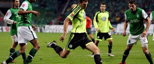 Wolfsburg kaçtı, Werder yakaladı