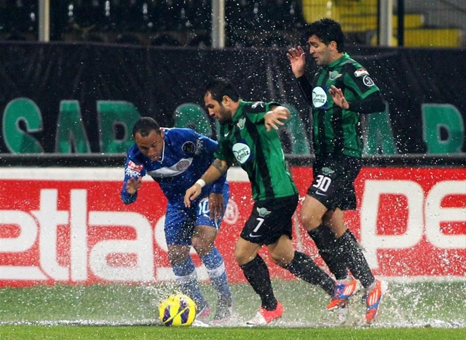 Yağmur Süper Lig maçı erteletti