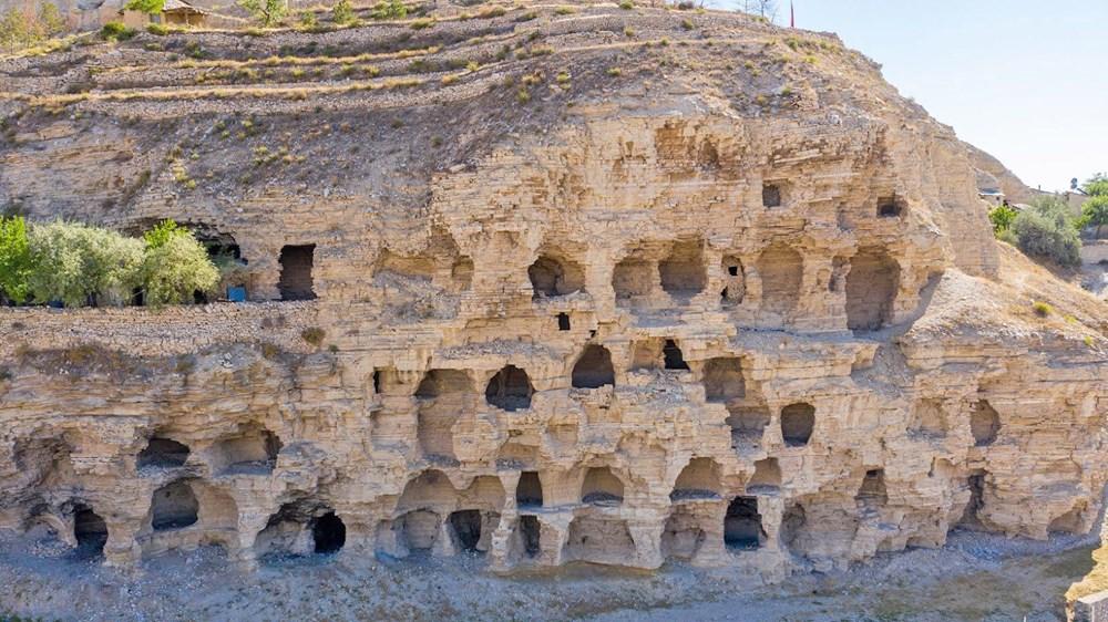 Sivas'ın 4 bin yıllık Hititler dönemi 'apartman mağaraları' ilgi çekiyor - 2