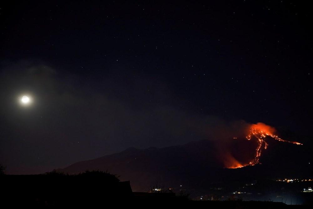 Etna Yanardağı, son bir haftada 6 kez faaliyete geçti - 1