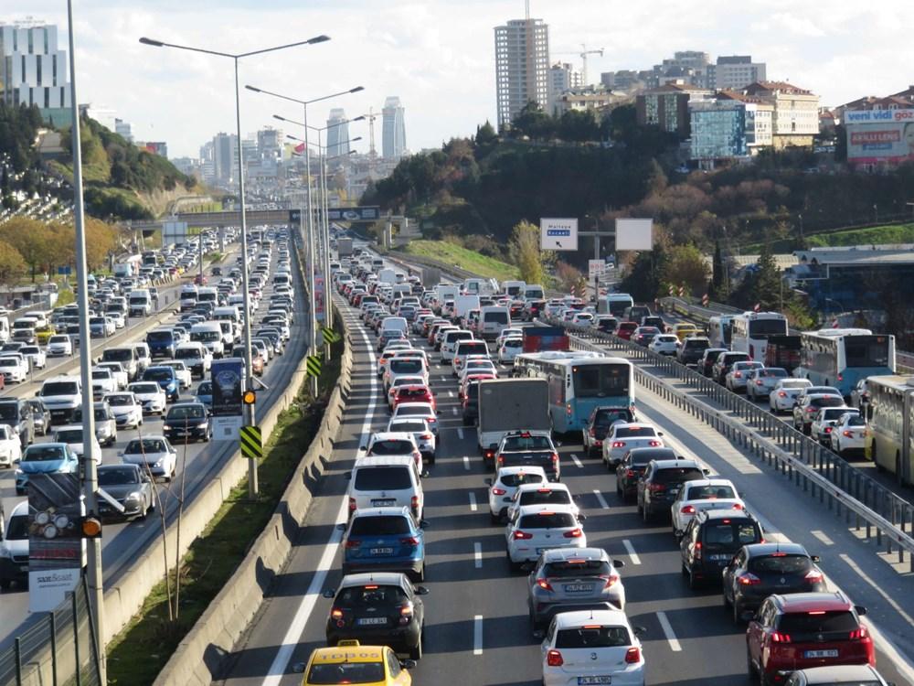 Hafta sonu kısıtlaması öncesi İstanbul trafiği kilit - 1