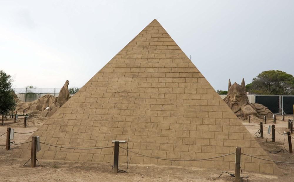 5 yıldır ayakta olan kumdan Keops Piramidi, Guinness'e aday - 5