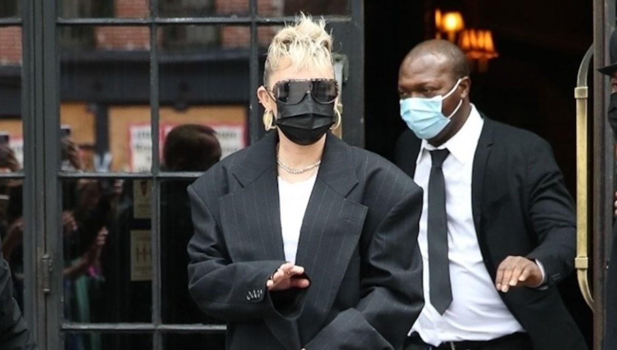 Miley Cyrus'ın aynı çantayla dört farklı kombini