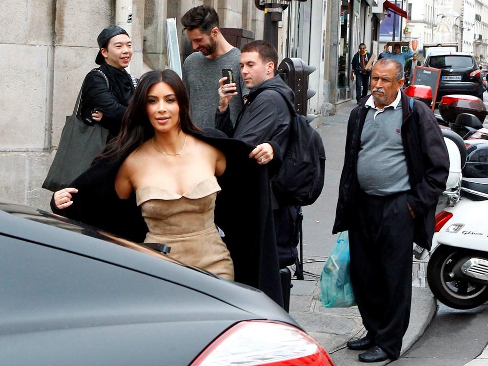Kim Kardashian'ın imzasındaki ayrıntı - 3