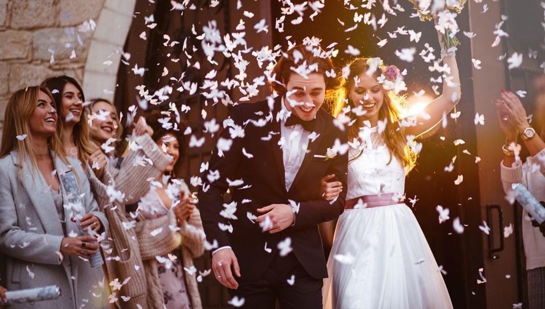Bu yaz düğün rekoru var: 'Ya yeniden kapanırsak' endişesi thumbnail