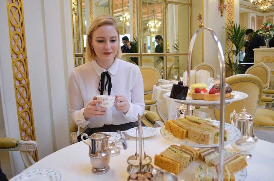 Ritz'in ikindi çay partileri (afternoon tea party) İngiliz kültüründe ayrıcalıklı bir seremoni.
