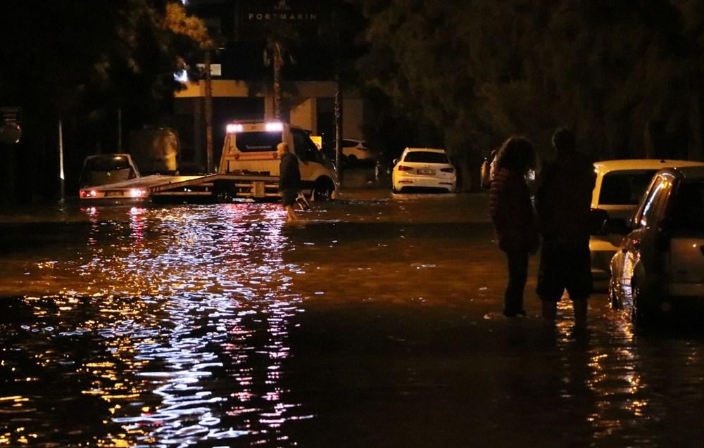 İzmir'de yağışın ardından deniz taştı: 1 kişinin cansız bedenine ulaşıldı - 10